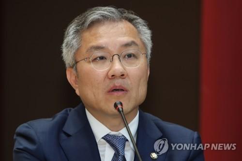 """최강욱, 윤석열 야권 주자 부상에 """"기가 막히는 일"""""""