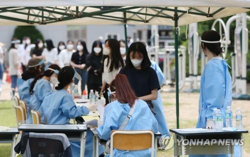 """""""모두 음성 나오길…"""" 주말 검사행렬 인천 고교에 긴장감"""