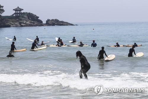 서퍼들의 성지, 부산 송정해수욕장 서핑 구간 120m로 늘린다