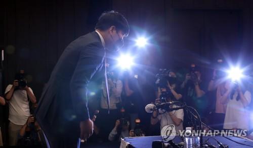 """키움 단장 """"강정호, 어제 구단에 사과…복귀 철회 의사 존중"""""""
