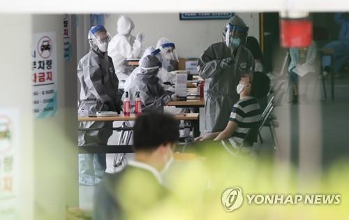 꼬리 무는 서울 집단감염…확진자 누계 오늘 1300명 넘을 듯