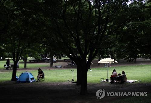"""초여름 더위 속 휴일…""""바다에 풍덩, 녹음 우거진 산으로"""""""