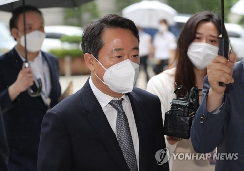 """'인보사 의혹' 이웅열 전 코오롱 회장 구속심사…""""죄송하다"""""""
