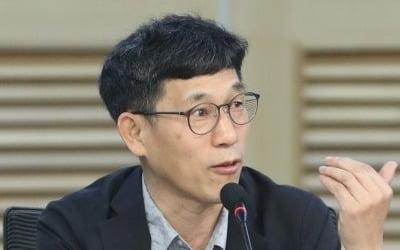 """진중권 또 """"조국·윤미향은 왜 못 내치나"""""""