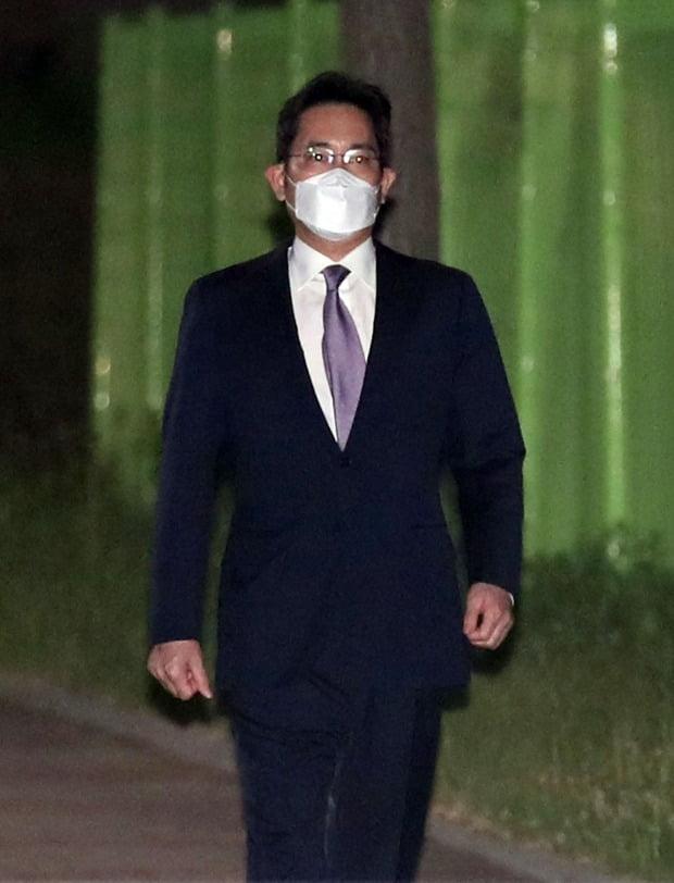 구치소 걸어 나오는 이재용/사진=연합뉴스
