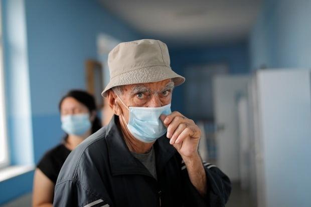 신종 코로나바이러스 감염증(코로나19) 재확산에도 미국이나 유럽 등 서구에서는 마스크 착용률이 여전히 낮은 것으로 나타났다./사진=EPA