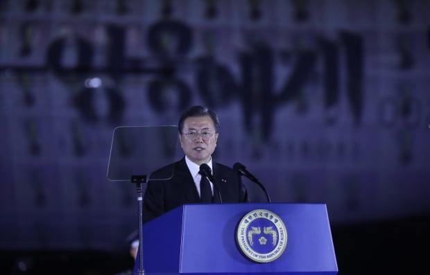 문재인 대통령이 25일 서울공항에서 열린 6·25전쟁 70주년 행사에서 기념사를 하고 있다. 사진=연합뉴스