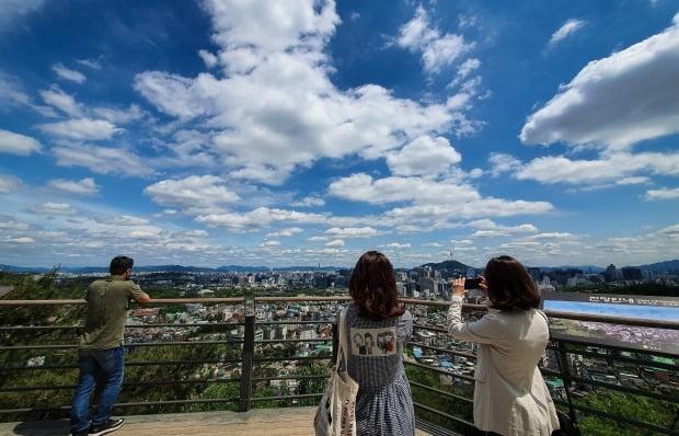 미세먼지 농도가 '좋음' 수준으로 쾌청한 날씨를 보이는 서울 도심 모습. 사진=뉴스1