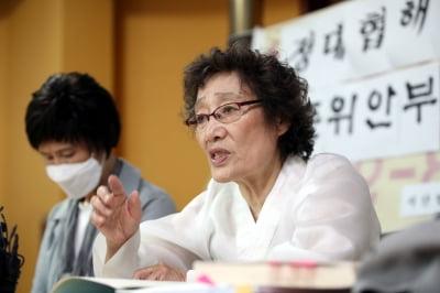 """""""윤미향·정의연, 할머니들 공적 가로채"""""""