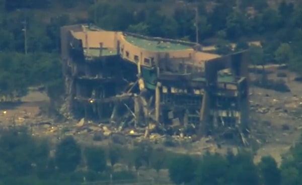 KBS가 17일 휴전선 인근 비행금지선(NFL)에 인접한 파주시 문산읍의 상공에서 폭파 후 뼈대만 남은 개성 남북공동연락사무소의 모습을 촬영해 보도했다. 사진=뉴스1