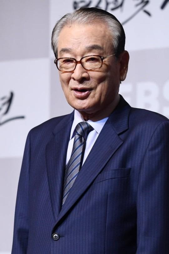 원로배우 이순재(85)가 '매니저 갑질 논란'과 관련해 대화로 문제를 해결하고 싶다는 입장을 밝혔다./사진=한경DB