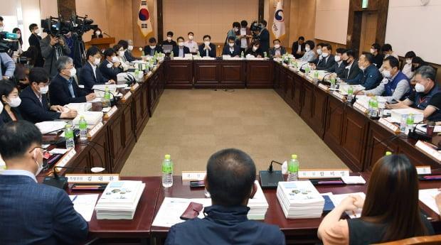 최저임금위원회가 7일 내년도 최저임금 금액을 정하기 위한 5차 전원회의를 연다. 사진=신경훈 기자 khshin@hankyung.com