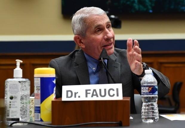 """미국에서 신종 코로나바이러스 감염증(코로나19) 확진자가 하루 10만명까지 치솟을 수 있다고 우려했던 앤서니 파우치 박사가 이 수치에 대해 """"사람들에게 충격을 주기 위한 것""""이라고 설명했다./사진=EPA"""