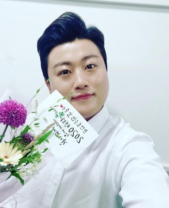 """김호중 측 """"전 매니저 목적은 돈…스폰서? 300만원 받았으나 포장 그대로"""""""