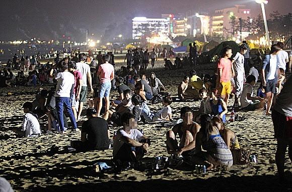 올 여름 '밤바다 앞 술판' 금지된다
