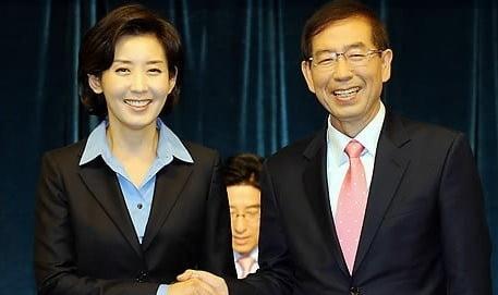고 박원순 서울시장(오른쪽)은 당시 오세훈 전 서울시장이 무상급식 주민투표 무산의 책임을 지고 사퇴해 공석이 된 서울시장직 재보궐선거에 출마, 53.4%의 득표율로 한나라당(미래통합당 전신) 후보였던 나경원 전 의원(46.2%·왼쪽)을 누르고 당선됐다./사진=연합뉴스