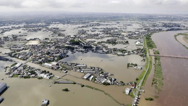 홍수로 도시가 잠겼다. [사진=AP 연합뉴스]