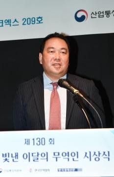 차훈 더마펌 대표가 제130회 이달의 무역인으로 선정된 소감을 발표하고 있다.    한국무역협회 제공