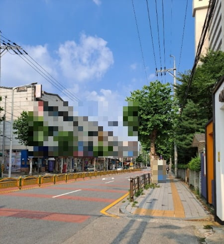 평소 같으면 아이들의 등하교로 시끌벅적한 거리가 코로나19 확산 후 적막만이 감돌고 있다.사진=채선희 한경닷컴 기자 csun00@hankyung.com.