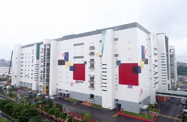 LG디스플레이 중국 광저우 8.5세대 OLED 패널 공장 전경. /LG디스플레이 제공