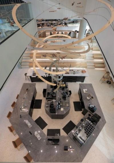 스타벅스 '더양평DTR점' 3층에서 바라본 리저브&티바나 바 전경.