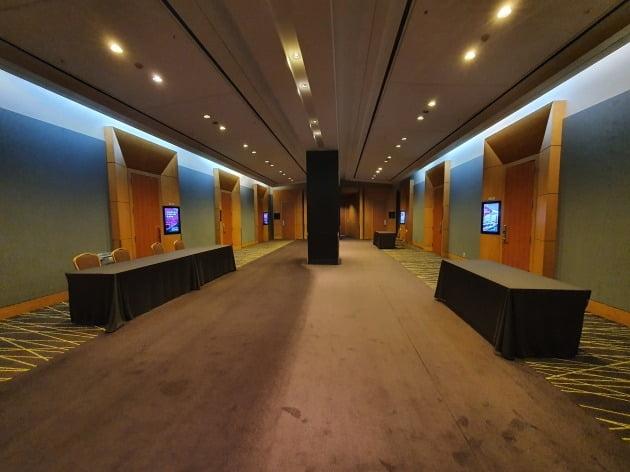 24일 코엑스의 한 컨벤션홀. 대부분 컨벤션홀이 텅텅 비어있다. 사진=신현보 한경닷컴 기자