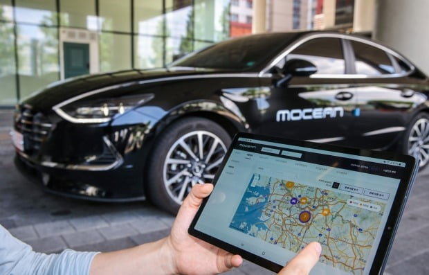 '모션 스마트 솔루션'을 활용해 차량의 정보를 실시간으로 모니터링하는 모습. 사진=현대차그룹