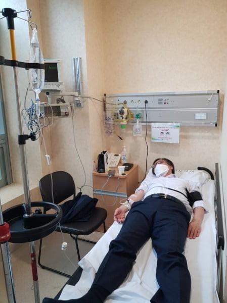 사진은 종합병원 응급실에서 치료 중인 정진웅 부장검사의 모습. /사진=뉴스1