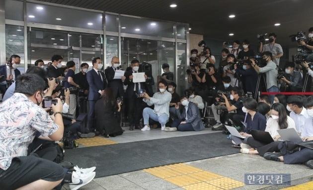 故 박원순 시장 유언장 공개하는 서울시 관계자
