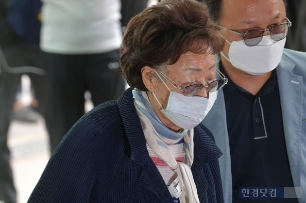 [포토] 故 박원순 시장 빈소찾은 이용수 할머니
