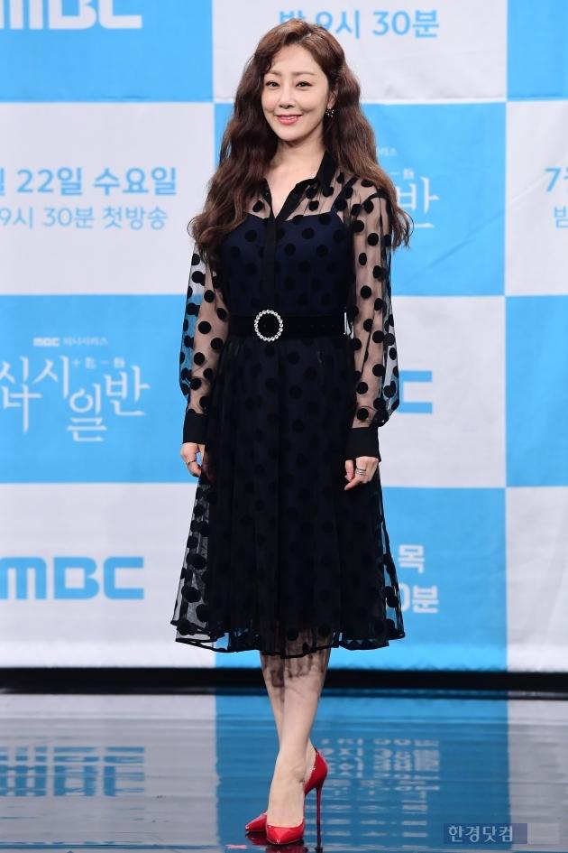 [포토] 오나라, '블랙 원피스 입고 우아함 과시~'
