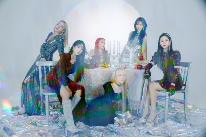 여자친구, '청량 마녀' 콘셉트 신곡 `Apple` 음원 차트 1위