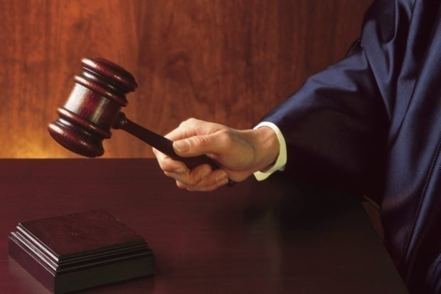 대전지법은 16일 10대 여학생을 추행하고 성폭행한 혐의를 받고 있는 40대 남성에게 3년6월을 선고하고 법정 구속했다. 사진은 기사와 무관함. /사진=게티이미지뱅크