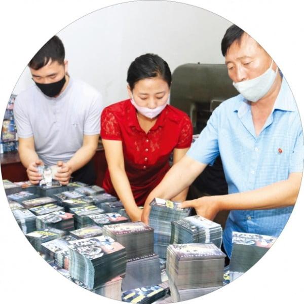[홍성호 기자의 열려라! 우리말] 북한의 극존칭 어투 '~께서와'