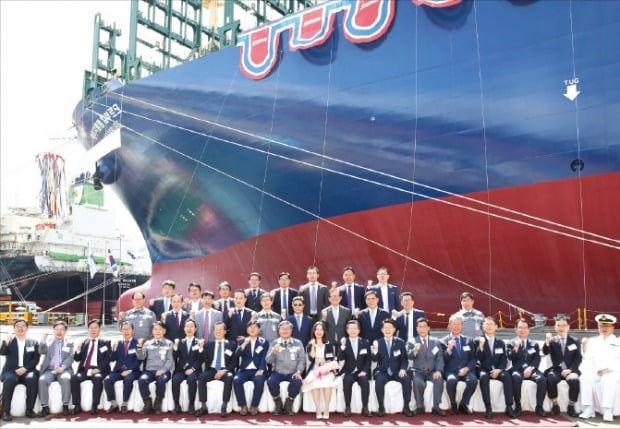 [포토] HMM 세계 최대 컨선 7호…'함부르크'호 명명식