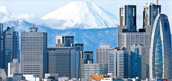 장기 저성장에도 엔화 가치는 '탄탄'…두 얼굴의 일본, 경제대국 계속 유지할까