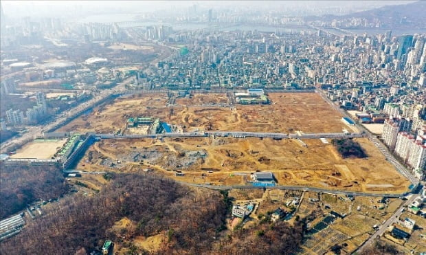 서울 강동구 둔촌주공아파트 공사 현장.  한경DB