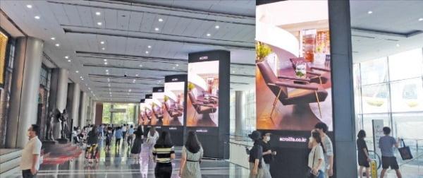 서울 삼성동 코엑스가 전국 전시컨벤션센터 중 처음으로 실내에 디지털 미디어 공간인 '엑스페이스'를 조성했다. 22개의 디지털 사이니지로 구성된 엑스페이스는 이달 16일 개관한다.  코엑스 제공