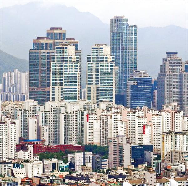 """""""3.3㎡에 1억? 싸다""""…강남아파트 쇼핑하는 외국인"""