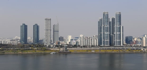서울숲 일대의 고층아파트. 트리마제를 비롯해 갤러리아포레가 있으며 서울 아크로포레스트가 준공될 예정이다.(자료 한경DB)