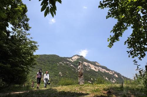 [걷고 싶은 길] 가장 오래된 백두대간 고갯길, 하늘재길
