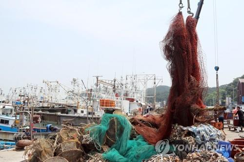 수협, 보령 앞바다서 해양쓰레기 대청소…폐통발 등 25t 수거(종합)