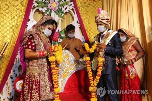 인도 결혼식서 코로나19 감염 참사…신랑 사망·100명 감염