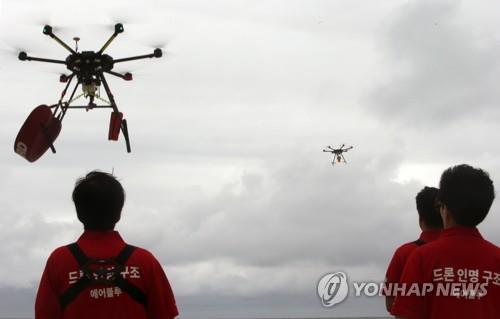 강릉시 드론으로 해수욕장 코로나19 거리두기 감시