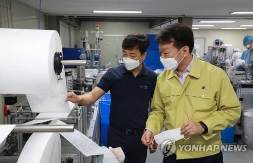 코로나19 재확산 대비 마스크 비축량 1억5천만장으로 늘린다