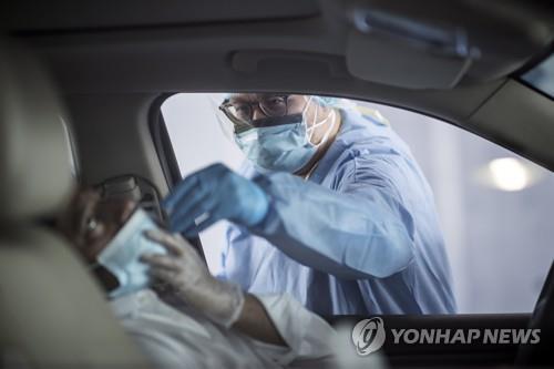 """UAE 봉쇄 풀자 코로나19 확진 증가…""""두달간 200만건 검사예정"""""""