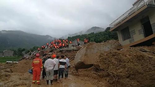 '한 달 넘는 폭우' 중국 후베이서 산사태로 9명 매몰(종합)