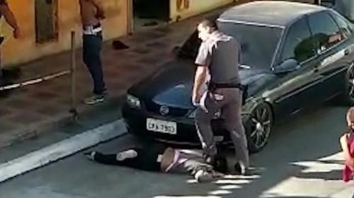 브라질서 경찰이 흑인여성 목 짓밟고 폭행…파면 조치