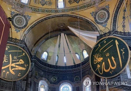 """성소피아 모스크로 재개장 후 첫 기도회…에르도안 """"제2의 정복"""""""