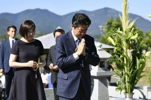 日 아베 총리, 코로나 확산 속 여름휴가 '고민 중'